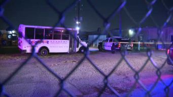"""Niño de 3 años muere """"olvidado"""" en el bus de guardería"""