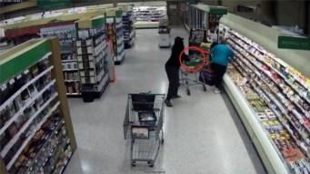 Policía: roba billetera en segundos y dueña ni lo nota