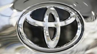 Toyota revisará 2.8 millones de autos por peligrosa falla