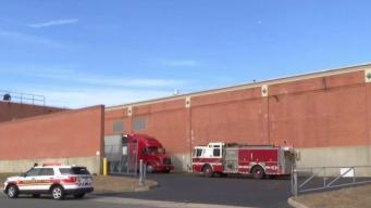 Trabajador muere tras caer del techo de un edificio