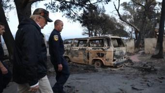 Trump visita a las zonas afectadas por los incendios