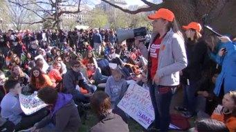 Estudiantes del DMV protestan contra la violencia armada