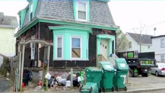 Casa basurero tiene a vecinos en Lynn indignados