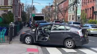 Vehículo arrasa todo a su paso durante presunto escape