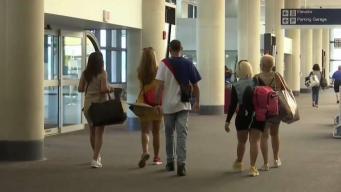 Viajeros locales a la incertidumbre por Dorian en Florida