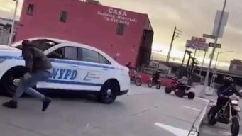 Enjambre de motociclistas acosa a patrullero del NYPD