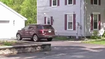 Niño pone carro en reversa y arrolla a madre accidentalmente