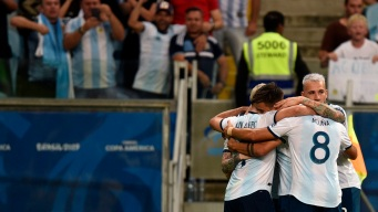 Argentina le gana a Qatar y pasa a la segunda ronda