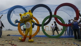Lucen en selfies, aros olímpicos de plástico reciclado