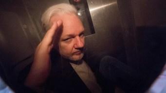 Fundador de WikiLeaks resiste la extradición a EEUU