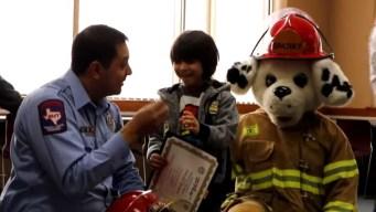 Niño de El Paso se convierte en bombero a los 6 años