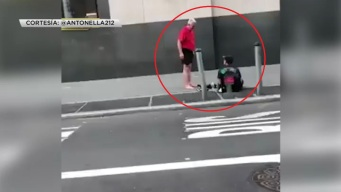 Gesto de bondad a desamparado conmueve en NYC