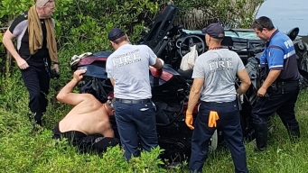 Muere al estrellarse contra base de puente en Daytona Beach