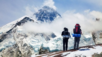 Abogado muere tras llegar a la cima del Everest