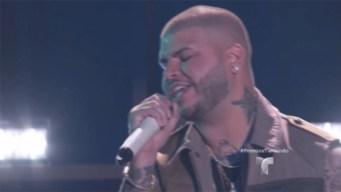 "Farruko canta ""Obsesionado"" en Premios Tu Mundo"