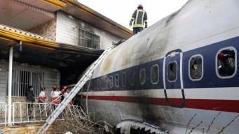 En video: avión se estrella y solo una persona sobrevive