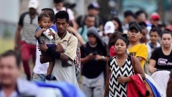 Caravana con cientos de hondureños avanza hacia EEUU