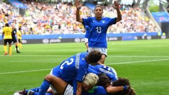 Cristiana Girelli firma su hat-trick tras un grave error de Schneider