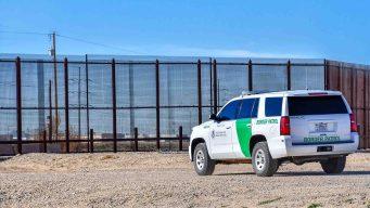 Migrante muere tras desmayarse en estación fronteriza