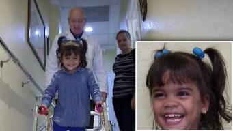 Emotivo: niña hispana sin piernas vuelve a caminar
