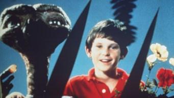 ET regresa a la Tierra 37 años después para un comercial