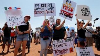 Marchan en El Paso contra el odio a semana de masacre