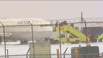 Espeluznante: avión se desliza en la pista de aterrizaje