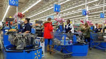 Empieza a regir nueva norma en Walmart para fumadores