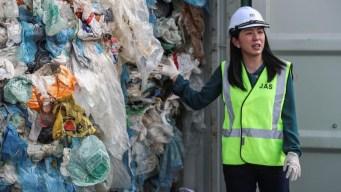 Malasia envía toneladas de basura a países de origen