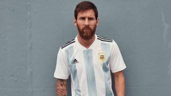 Messi presenta la camiseta de la selección argentina