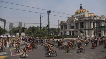Protesta al desnudo: ciclistas exigen seguridad vial