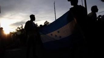 Más de 2,000 migrantes reinician el éxodo a pie