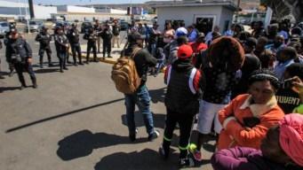 Tijuana: unos 200 migrantes protestan en la frontera