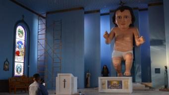 Enorme figura del Niño Dios causa furor en México