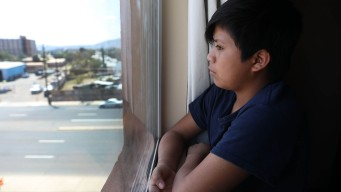 Gobierno planea prolongar detención de niños migrantes
