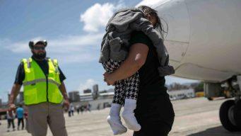Padres migrantes deportados obtienen victoria legal