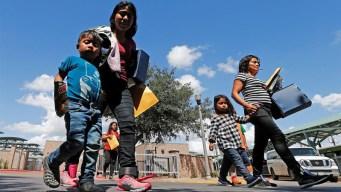 Padres denuncian maltratos y presiones de ICE