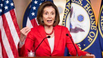 Pelosi presiona por una ley para ayudar a niños detenidos