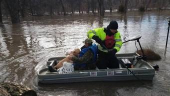 Sube cifra de muertos por inundaciones históricas