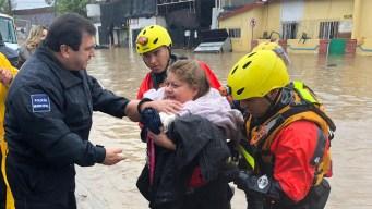Rescatan a 19 personas por inundaciones en Tijuana