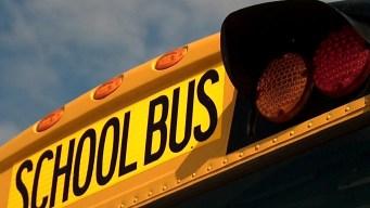 Niño acusado de agredir sexualmente a 2 estudiantes en bus