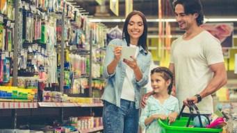 Los latinos gastan más al comprar de regreso a clases