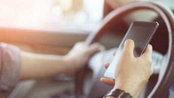 Avanza iniciativa que prohibe llevar celulares en mano al conducir