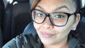 Mortal impacto: piedra estalla el parabrisas de auto con familia a bordo