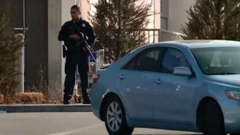 Tiroteo en centro comercial: sospechosos están prófugos