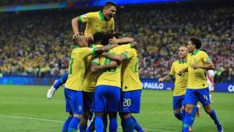 Brasil golea 5 - 0 a Perú y pasa como líder a cuartos