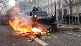 """Francia: arrestan a unos 1,400 """"chalecos amarillos"""""""