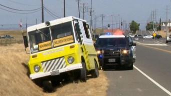 Insólito: persiguen a sospechoso en carro de helado en California