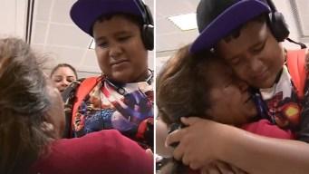 Emotivo reencuentro de familia separada en la frontera