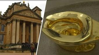De película: entran a palacio y se llevan inodoro de oro